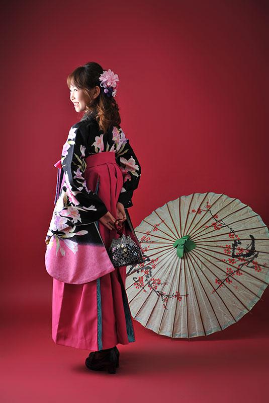 卒業袴 小学校 着物 黒 袴 ピンク 水色 ストロボ ライティング 上品