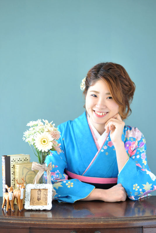 卒業袴 着物 水色 袴 紺 自然光 カジュアル おしゃれ