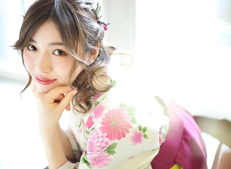 卒業袴 着物 白 袴 ピンク 自然光 おしゃれ きれい