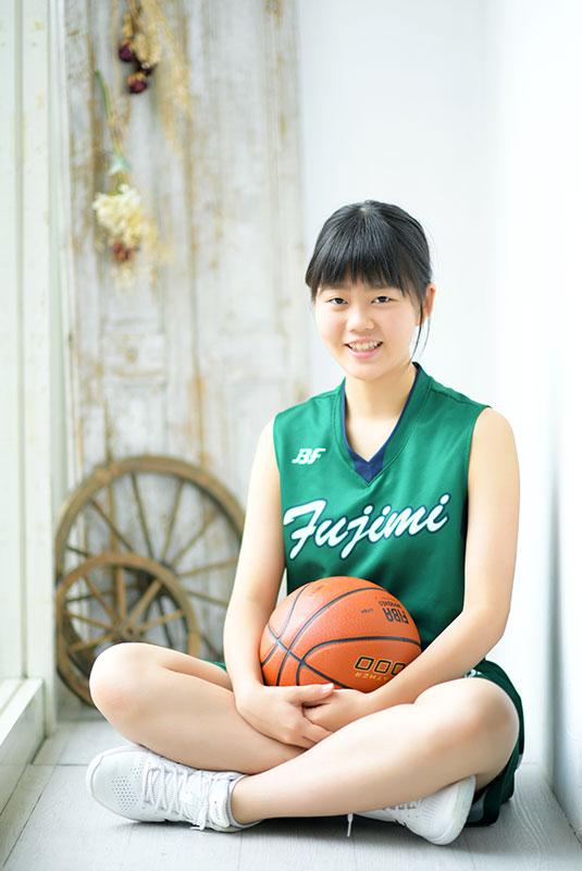 記念写真 バスケ ユニフォーム バスケットボールと 自然光