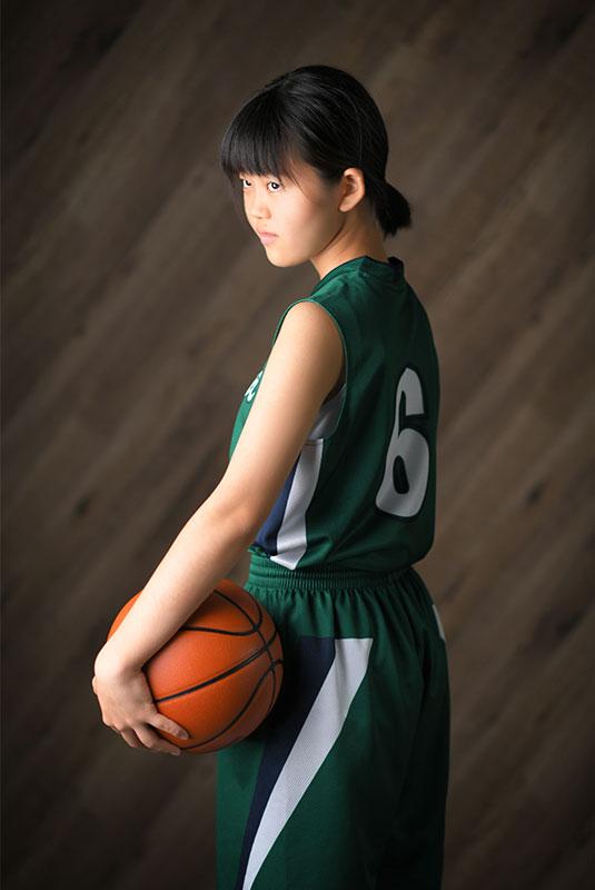 記念写真 バスケ ユニフォーム バスケットボールと ストロボ