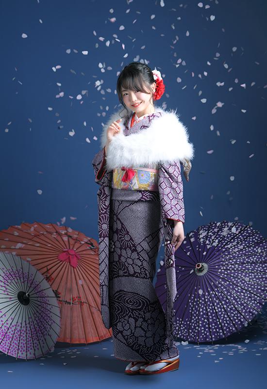 持込振袖 紫 前撮り ショールをつけて 桜吹雪