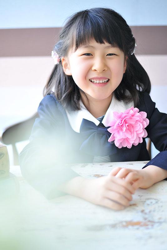 小学校 入学記念 女の子 自然光