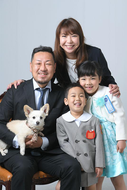 小学校 入学記念 家族写真 ペットと一緒 犬