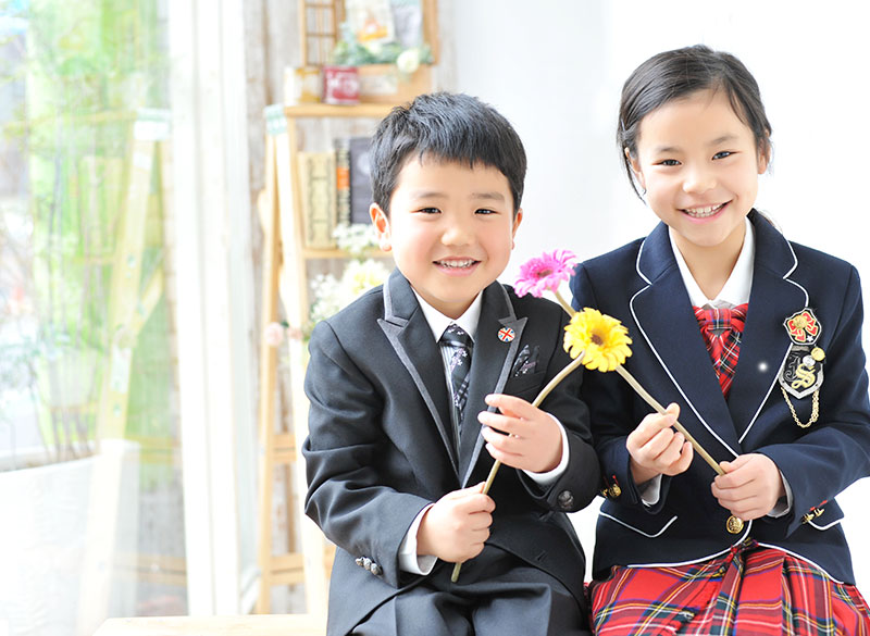 小学校 入学記念 男の子 姉弟写真 笑顔