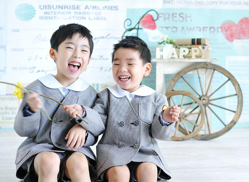 幼稚園 園服 男の子 兄弟写真 笑顔