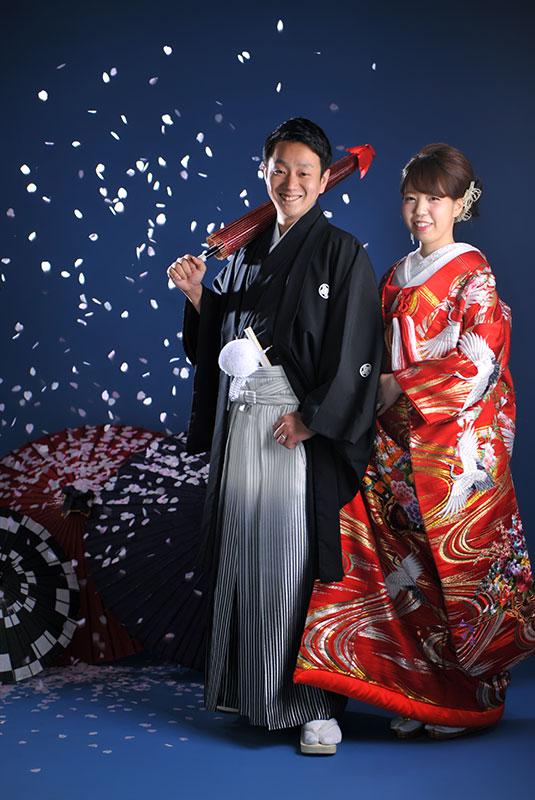 ウエディングフォト 和装 色打掛 赤 鶴 桜吹雪 ストロボ ライティング  きれい