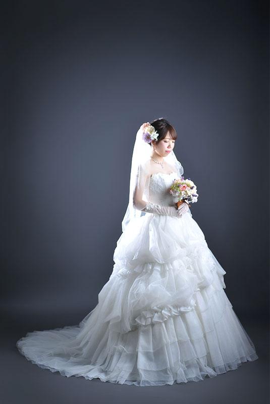 ウエディングフォト ウエディングドレス 白 花嫁 新婦 ストロボ ライティング  きれい